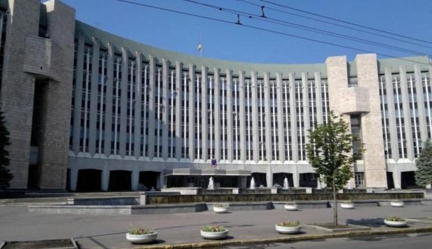 На Днепровский горсовет подали в суд из-за масштабной схемы регулирования услуг инвентаризации
