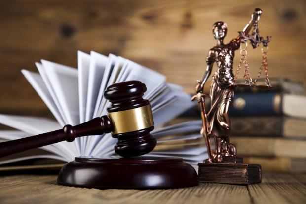 К абсурдным судебным решениям привел конфликт мэра и редакции