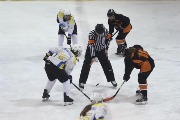 Днепровцев приглашают на зрелищный женский хоккей