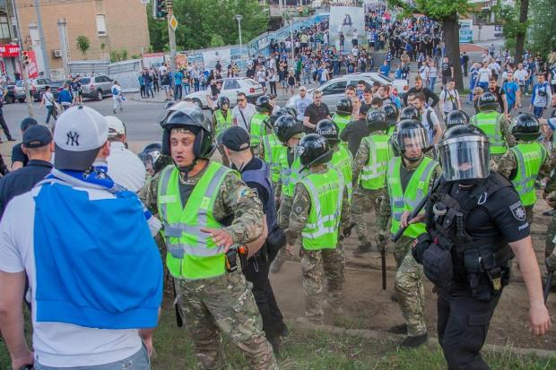 Околофутбольные бандитские группировки устроили беспорядки в центре Днепра