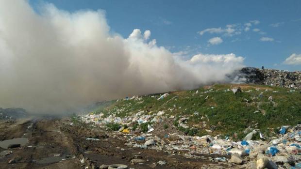 Под Днепром горит свалка: площадь пожара около 1.500 м²