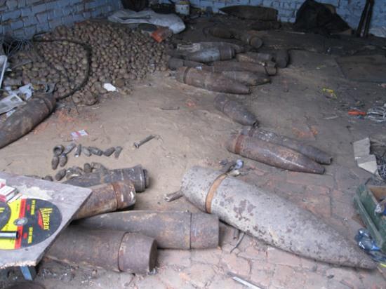 Милиция изъяла 30 артиллерийских снарядов в гараже жителя Днепропетровщины