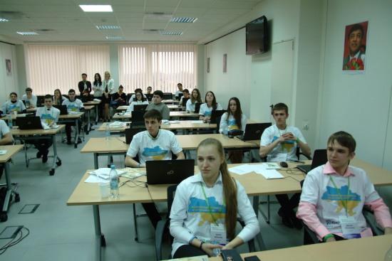 Школы Днепропетровщины могут получить от ПриватБанка интерактивный класс и спортивное оборудование