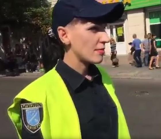 В Днепре представительница полиции брызгала газом в байкеров на праздничном мотопробеге
