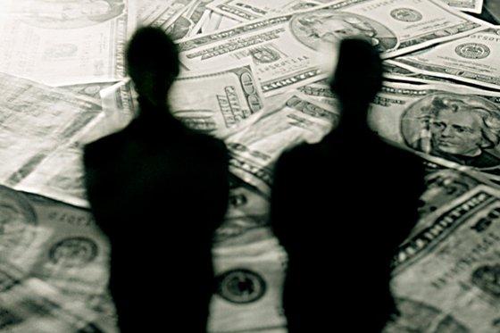 На Днепропетровщине судят дельцов за отмывание денег и избиение свидетеля