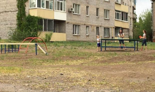 За сприяння Олени Плахотнік у Кам'янському встановили новий дитячий майданчик.