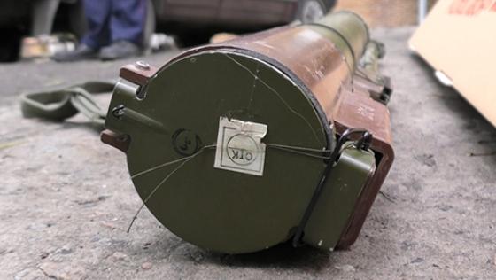 В центре Днепропетровска обнаружили автомобиль с гранатометом и гранатами