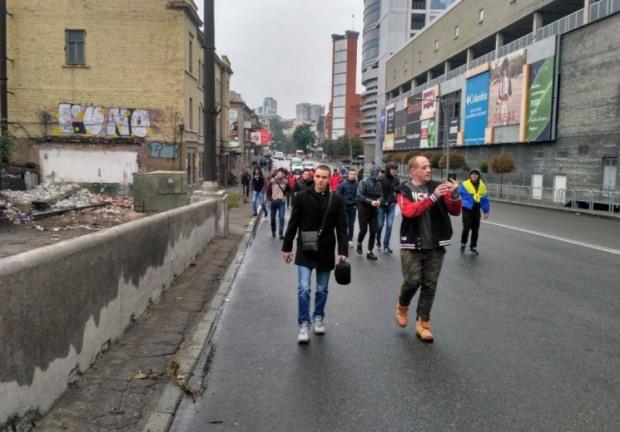 На Центральном мосту в Днепре произошло противостояние активистов с полицией