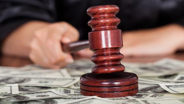 Двое судей из Днепра стали обвиняемыми и попали под суд