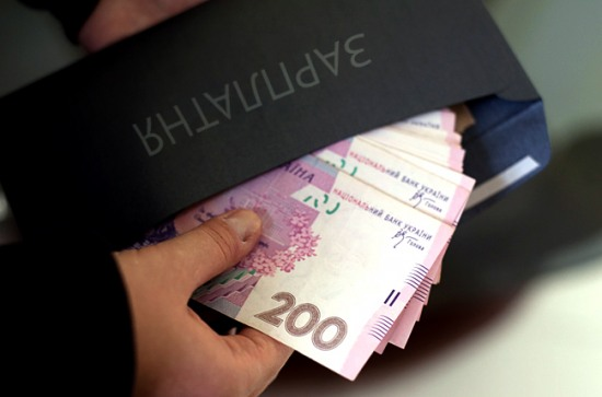 Коррупция с зарплатными картами расползается по регионам