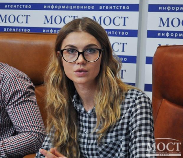 Тех, кто сделает селфи на фоне избирательного участка в Днепропетровске 15 ноября, ждут сюрпризы