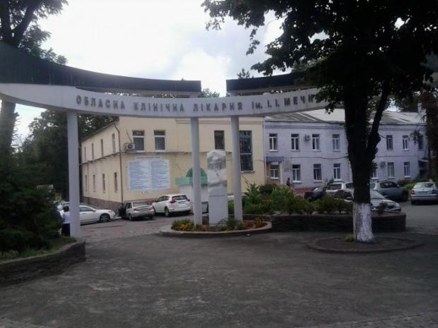 В больницу имени Мечникова привезли волонтера