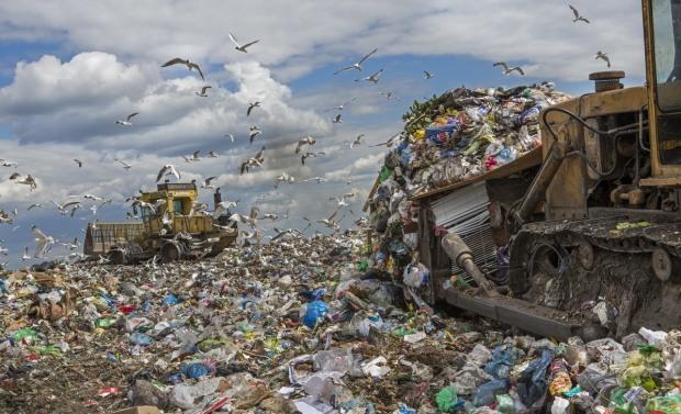 Днепр больше не будет помогать Львову утилизировать мусор