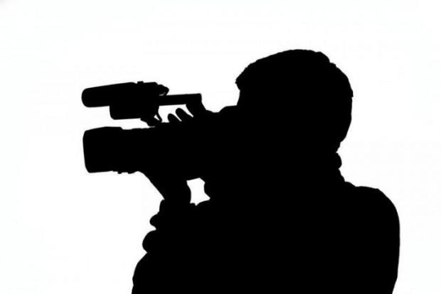 На криворожанина завели дело за нападение на телеоператора