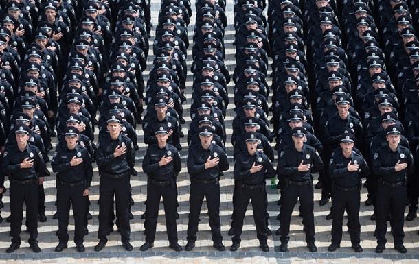 В Днепре полиция охраняет обочины вдоль маршрута Порошенко