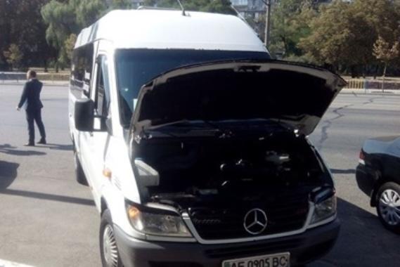 В Днепре заглох автобус с журналистами, который ехал на встречу с Порошенко
