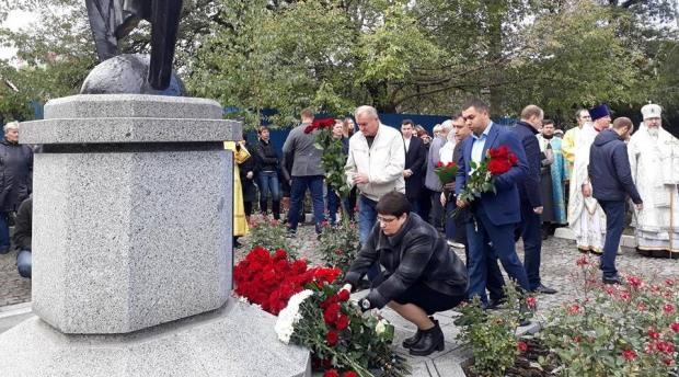 Батьківщинці вшанували пам'ять загиблих у жахливій Мандриківській трагедії