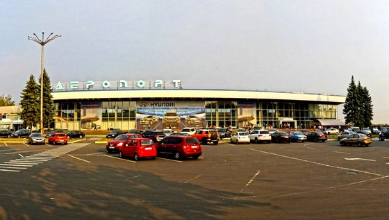 Посетителей 10 аэропортов экстренно эвакуировали