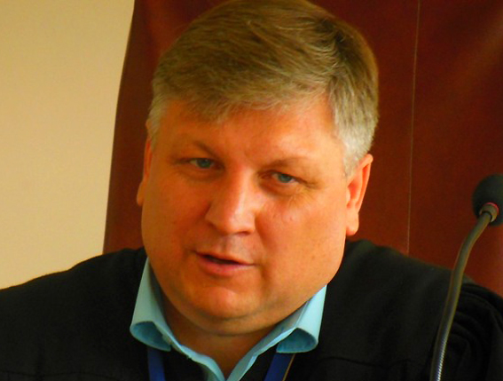 Уволен судья, оправдавший неугодного облпрокуратуре «взяточника»