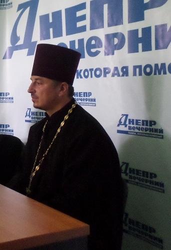 Террористы стреляют в украинских солдат с церквей УПЦ МП