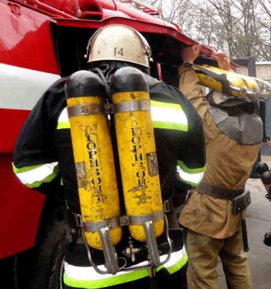 В Кривом Роге пожар охватил квартиру семьи с малолетними детьми