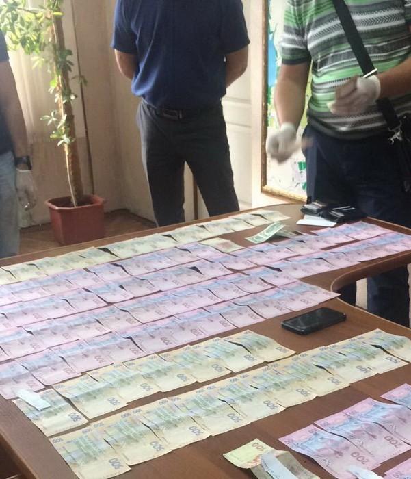 На Днепропетровщине подполковник полиции «продавал» разрешение на торговлю