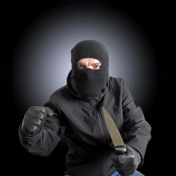 Мнимые газовщики совершили разбойное нападение на жилье пенсионера