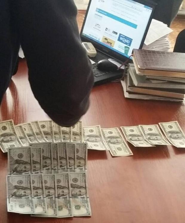На Днепропетровщине заммэра вымогал крупную взятку