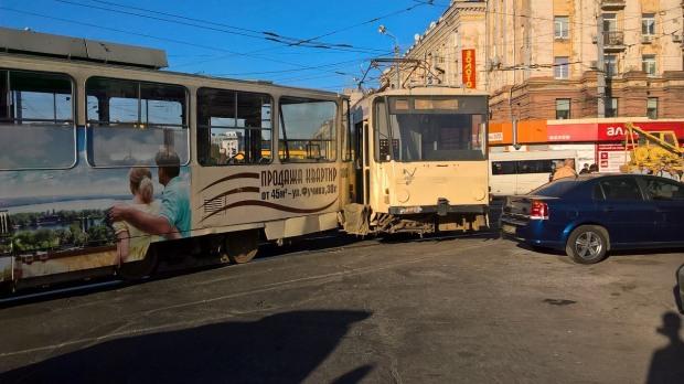 В Днепре трамвай сошел с рельсов