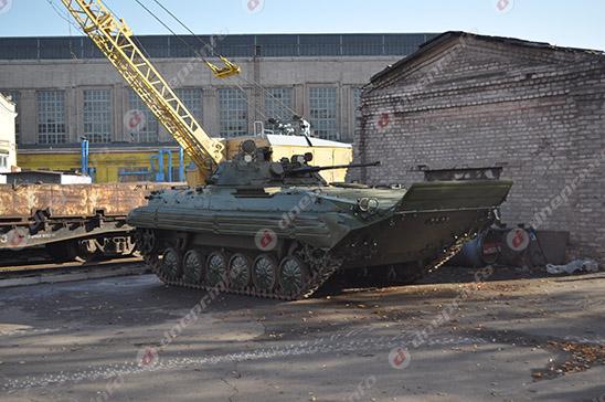 На Днепропетровском тепловозоремонтном заводе ремонтируют технику для АТО