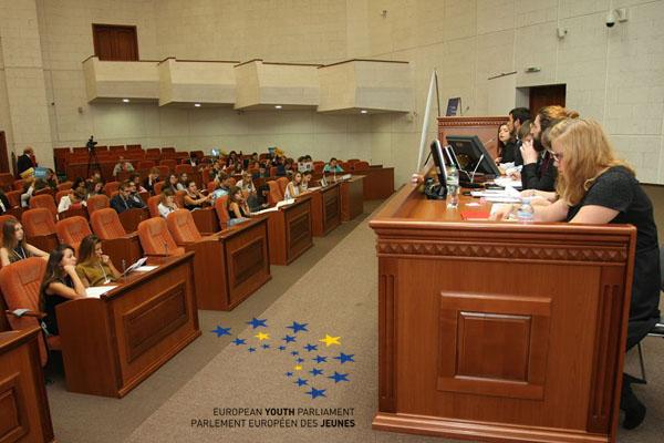 Зал Днепропетровского горсовета заняли представители 14 стран Европы