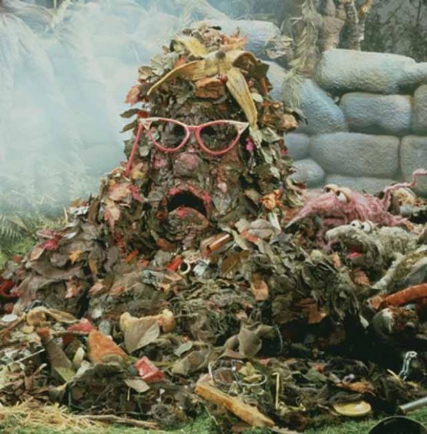 Днепровцы поборются с мусорными завалами через «Фотофакт»