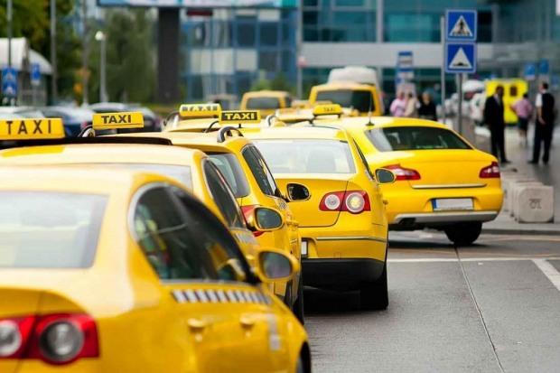 В Днепре бастуют таксисты