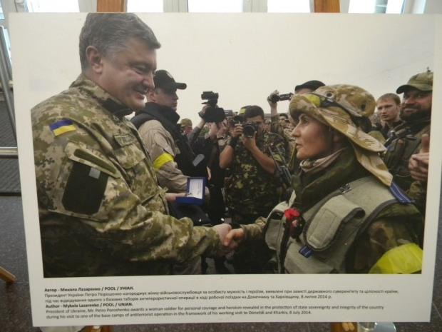 В Днепре работает фотовыставка «Женщины и конфликт в Украине»