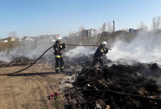 В субботу горел мусор на Новоклочковском кладбище
