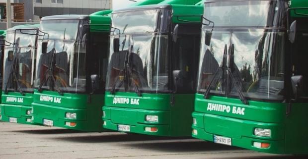 На маршрути Дніпра вийшли автобуси великої місткості: транспортна революція з присмаком маніпуляцій
