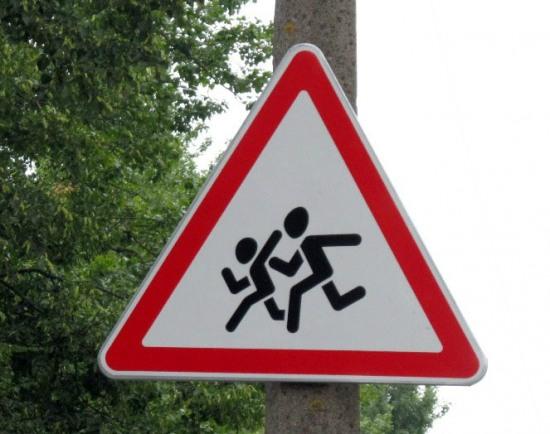 Опасный для жизни детей билборд «привел» коммунальщиков в суд