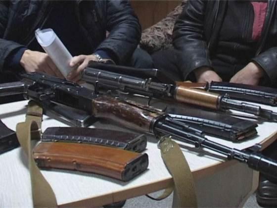 В лесу под Новомосковском «забыли» автоматы, патроны и гранату