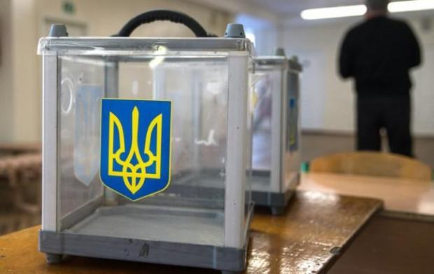 В Днепре на избирательном участке сломали урну для голосования