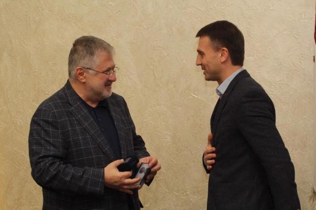 Днепропетровский облсовет наградил «легендарного» Коломойского