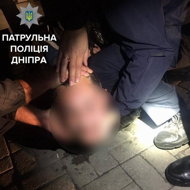 34-летний мужчина открыл стрельбу на улице