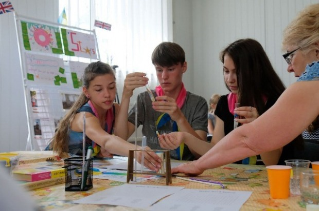 На Днепропетровщине набирают школы для участия в проекте языковых лагерей