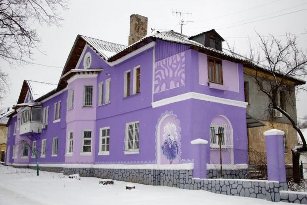 Двухэтажный жилой дом превратился в арт-проект