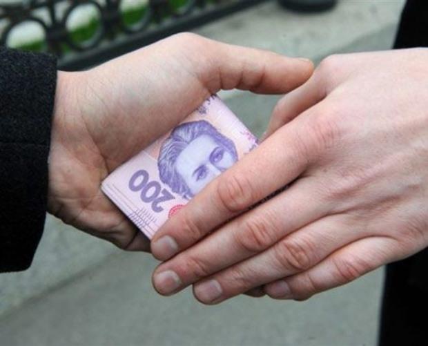 Нарушитель ПДД за взятку в размере 200 гривен заплатит 8.500