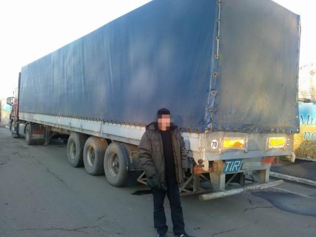 Оккупированный Донбасс «оставили» без одежды, парфюма и промышленного оборудования