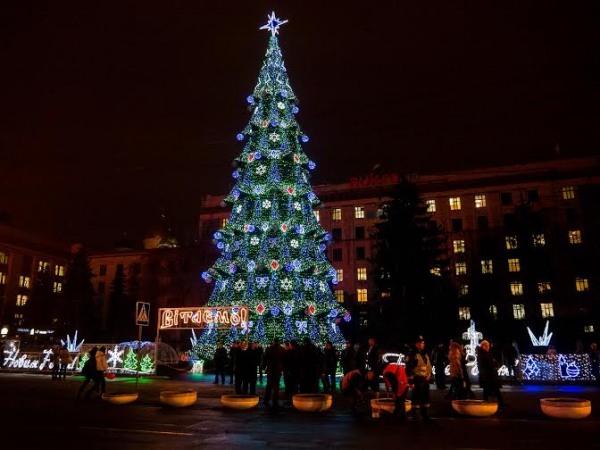 В центре Днепропетровска откроют елку, каток и ярмарку