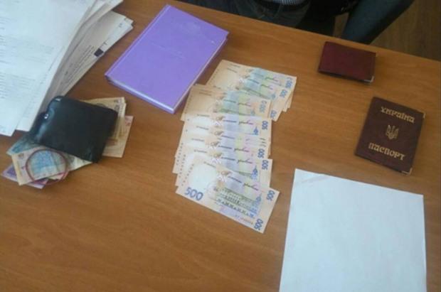 Руководитель днепровского госпредприятия продавал вакансию за крупную взятку