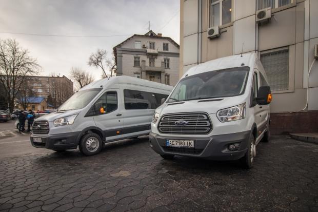 В Днепре полицейским подарили два микроавтобуса