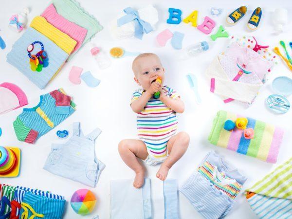 Сколько нужно одежды младенцу?