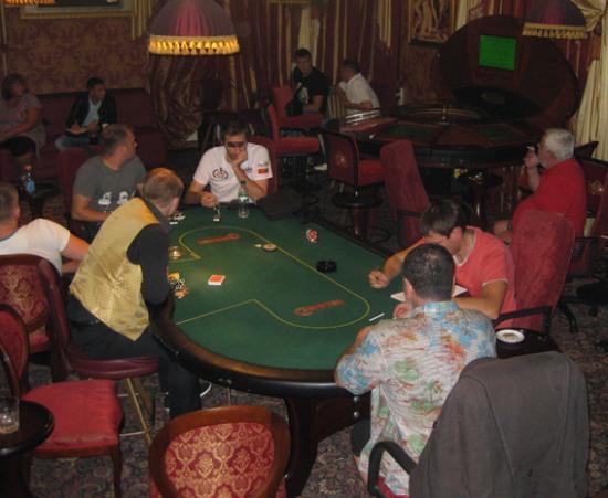 В Кривом Роге «накрыли» подпольное казино вместе с игроками (ФОТО)
